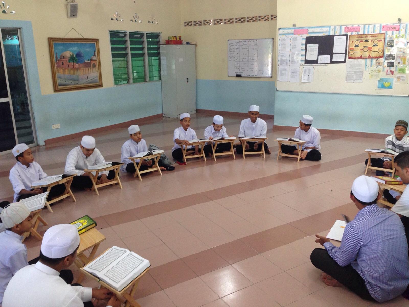 Photo of Keutamaan Membaca, Menghafal Dan Memahami Al-Qur'an Serta Adab-Adabnya